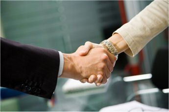 Shaking_hands_in_office01